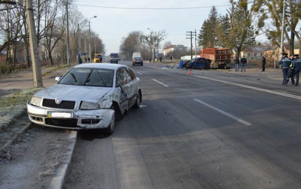 В Ровно произошло тройное ДТП с участием полицейского