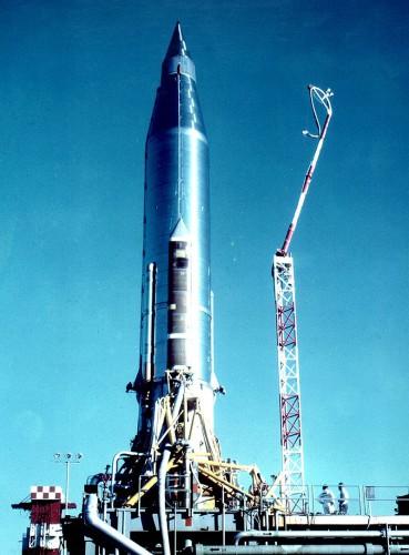 Ракета Атлас со спутником на стартовой площадке