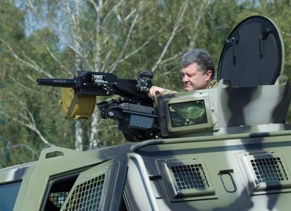Президент Украины осмотрел новые бронеавтомобили