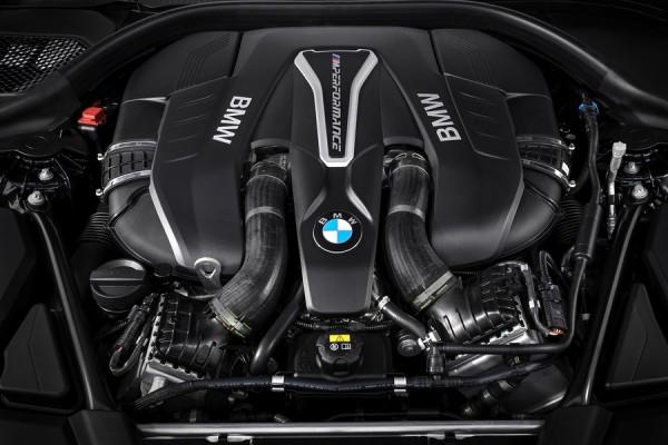 Двигатель обновленной BMW M550i