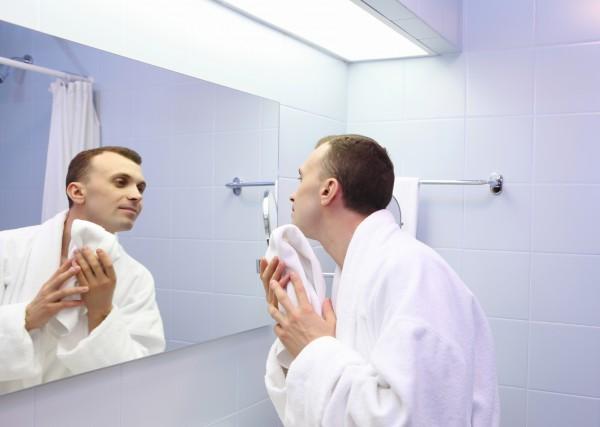 Как мужчинам убрать раздражение после бритья