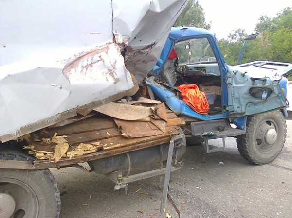 Авария БТР и грузовика