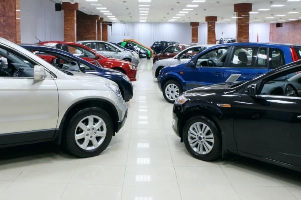 Машины покупают все меньше
