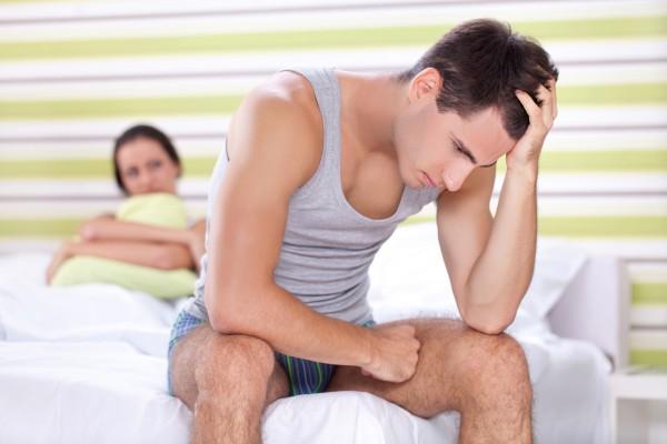 Причины тянущих болей в яичке