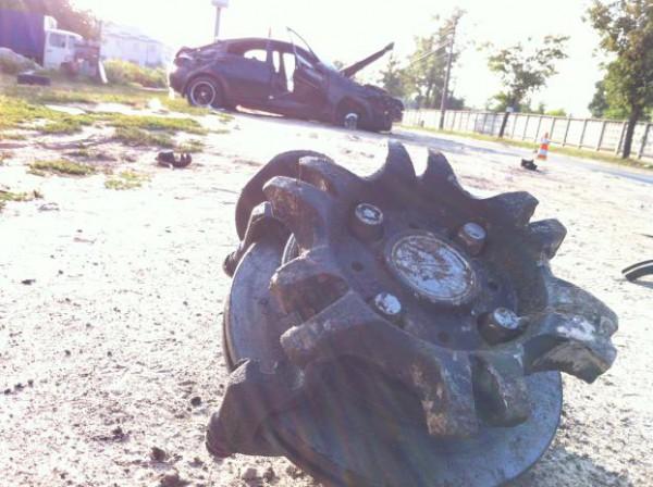 От удара Chevrolet Lacetti развалился на части