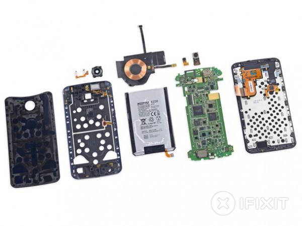 Полностью разобранный телефон Nexus 6.