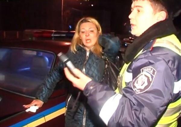 Пьяная киевлянка заявила, что ее побили и ограбили гаишники