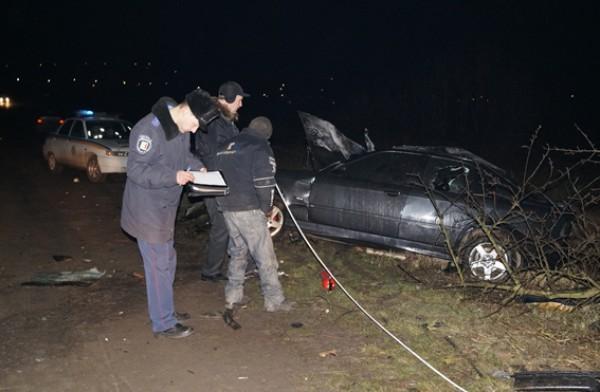 В машине обнаружили два трупа - 26-летнего мужчины и 14-летней девочки
