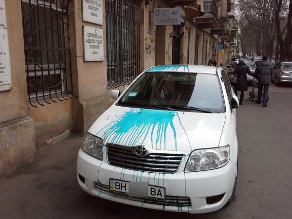 В центре Одессы Тойоту облили зеленкой или краской