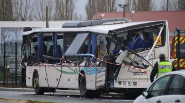 Прицеп раздавил автобус