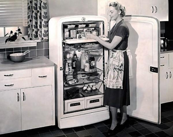 Один из первых электро-холодильников
