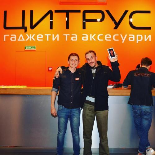 Первый покупатель iPhone 6S в Украине - киевлянин Усама