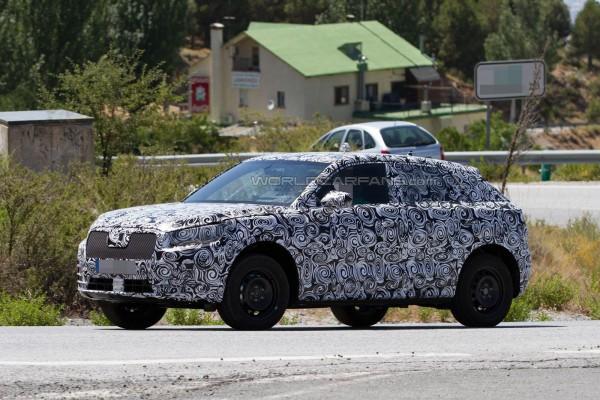 Audi Q1 вывели на тесты