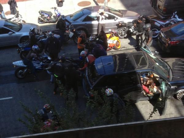 Мотоциклисты напали на внедорожник, который переехал их друга