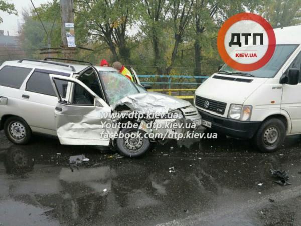 Авария в Киеве на мокрой трассе