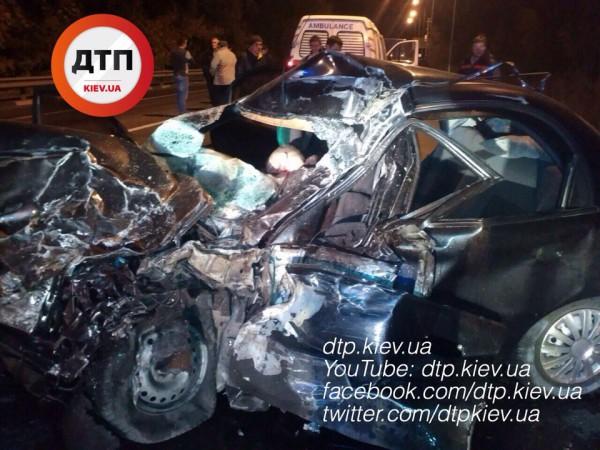 Под Киевом случилось жуткое смертельное ДТП: появились фото