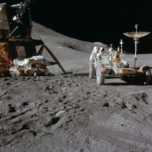Джеймс Ирвин у «Лунного Ровера»