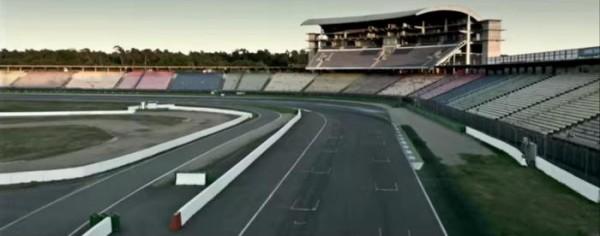 В ролике видна лишь гоночная трасса