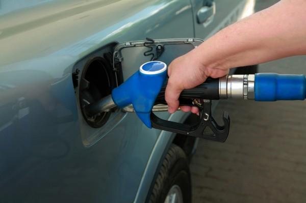 Украинцы покупают меньше бензина