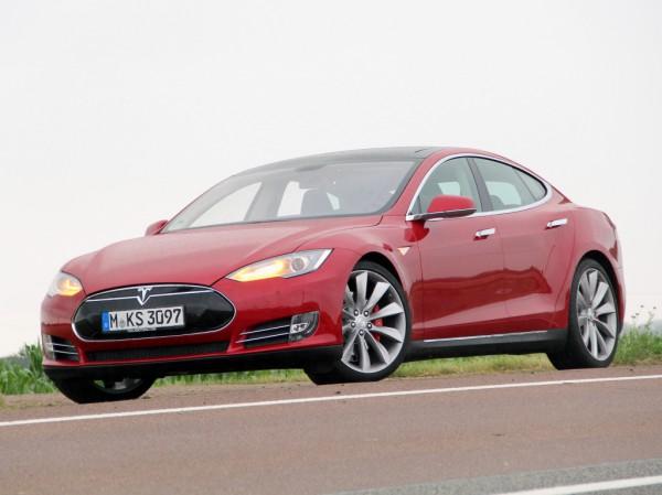 Тесла стала самым быстрым серийным электрокаром