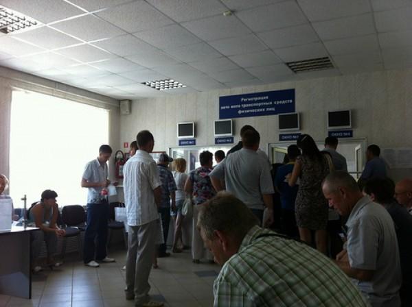 В киевском МРЭО огромные очереди, но в ГАи проблему называют локальной