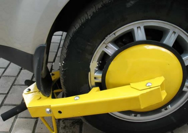 Наказывать нарушителей хотят блокировкой колес