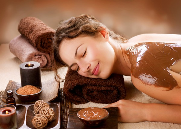 Чем полезно шоколадное обертывание в салоне