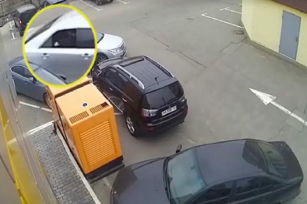 Автоворы стали использовать рогатки