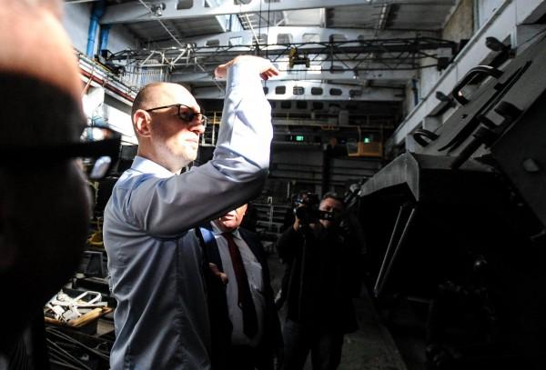 Яценюк на Николаевском бронетанковом заводе