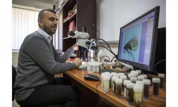 44-летний Халил Ибрагими, доцент факультета естественных наук Приштинского университета