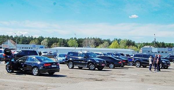 Тройка лидеров внедорожников – ВАЗ 2121, Mitsubishi Outlander и Toyota Land Cruiser Prado
