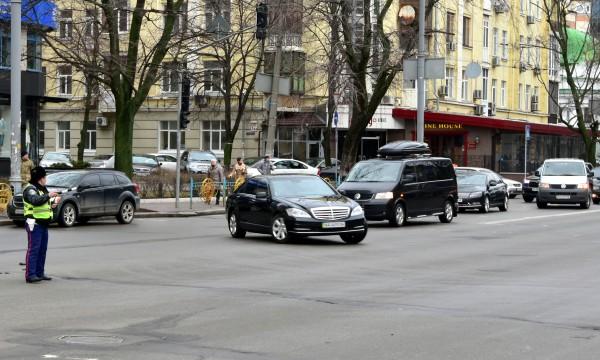 Кортеж Яценюка в Киеве