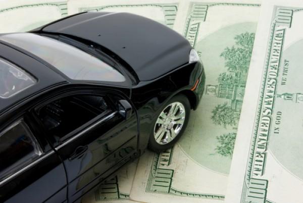 Автомобили в сентябре начали дорожать, спрос упал