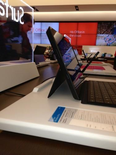 Microsoft Surface Pro уже расставлены и ждут первых покупателей