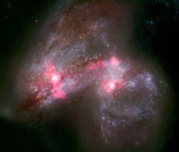 Радиоизображение показывает огромный ветер, дующий от сливающихся галактик