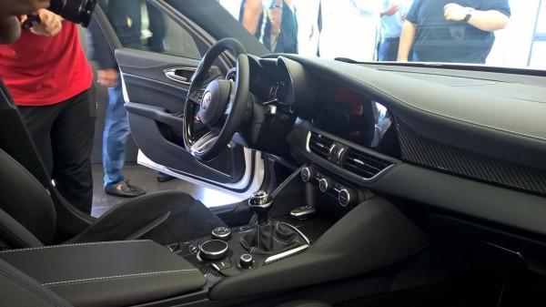Cалон нового седана Alfa Romeo Giulia