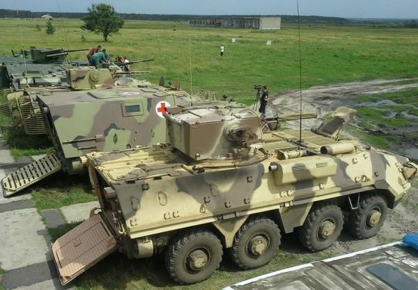 Главы государства провели смотр военной техники