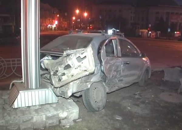 Пострадавший автомобиль такси