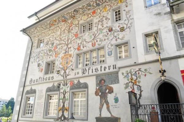 Генеалогическое древо на швейцарском доме