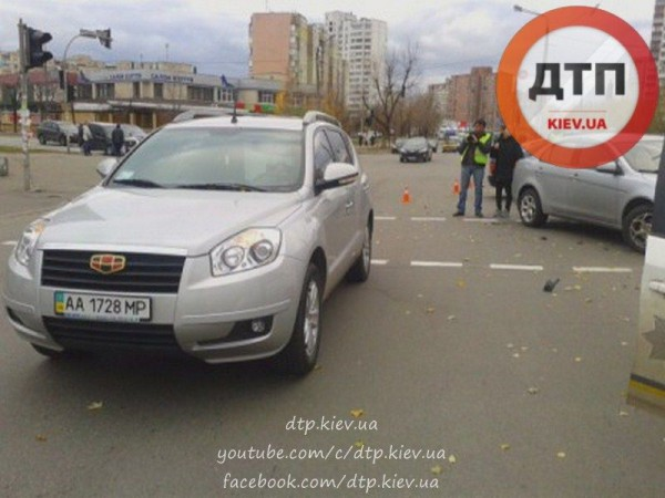 В Киеве водитель Geely сбил женщину