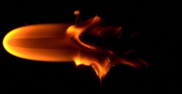 Огонь ведет себя в невесомости очень непредсказуемо