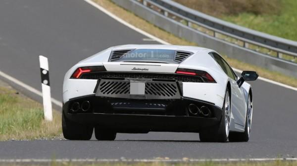 Lamborghini Huracan сфотографировали с шестью выхлопными трубами