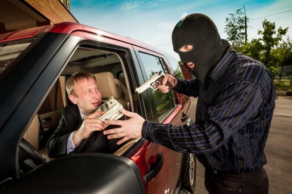 Грабители тщательно выбирают жертву и действуют очень быстро