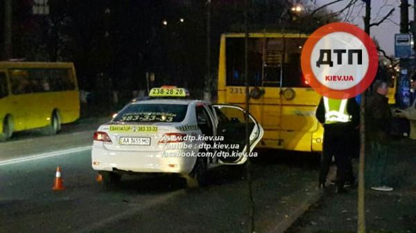 Авария с троллейбусом в Киеве