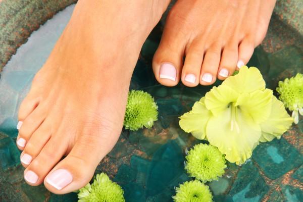 Как лечить потливость ног