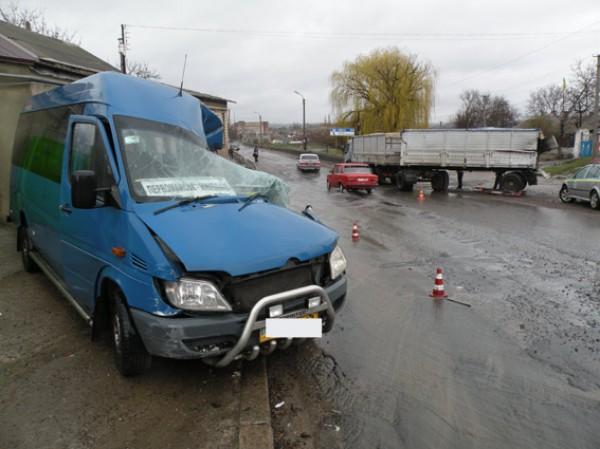 В маршрутке пострадали восемь человек