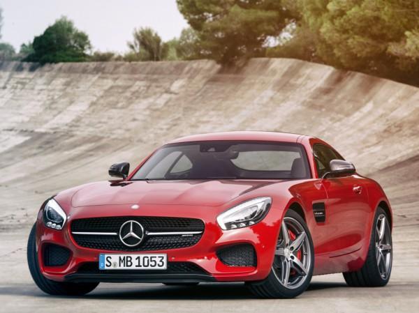 Один из конкурентов Porsche -  суперкар Mercedes-AMG GT,