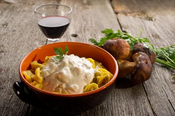 Рецепт                  Сметанный соус с хреном и грибами