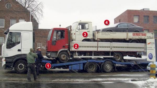 Поляк вез стопку машин: два грузовика и легковушку