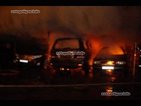 В Киеве подожгли Лексус